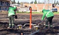 Con la participación de los vecinos, empiezan a construir una nueva plaza