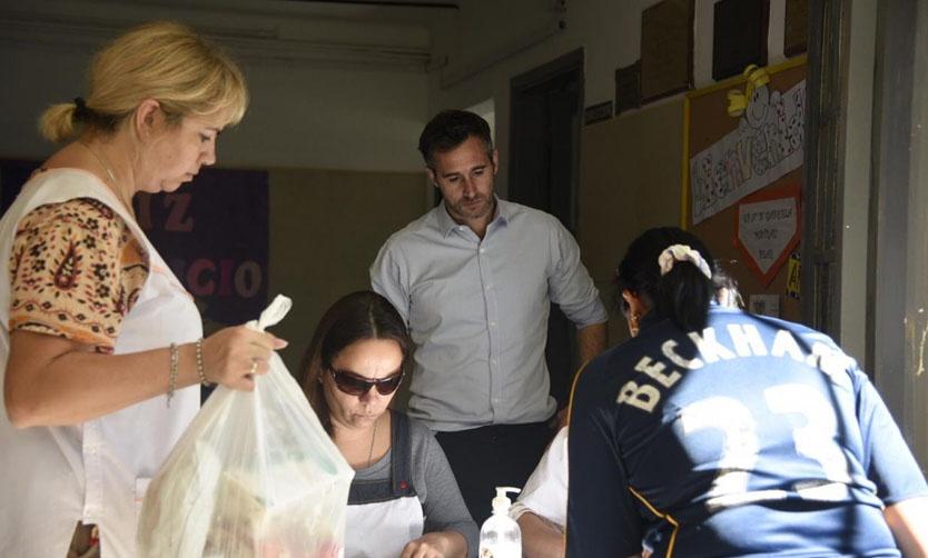 En pleno rodaje, los alumnos de la Técnica 3 entrevistan a Graciela Capodoglio de la Reserva Natural de Pilar.