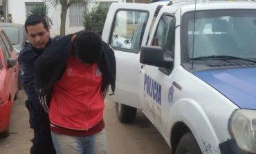 Detienen a dos hombres acusados de apedrear colectivos