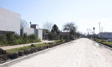 El Municipio continúa asfaltando calles de un barrio de Derqui