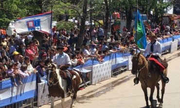 Con el tradicional desfile cívico, culminaron las Fiestas Patronales de Pilar