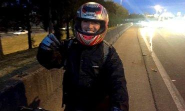 Un pilarense ayudó a un automovilista en plena Panamericana y su foto se volvió viral