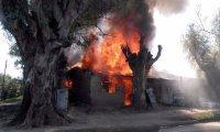 Pérdidas totales en un incendio que devoró una vivienda en Villa Rosa
