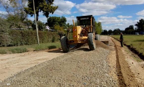 Continúan las mejoras sobre calles en el barrio Luchetti de Manzanares