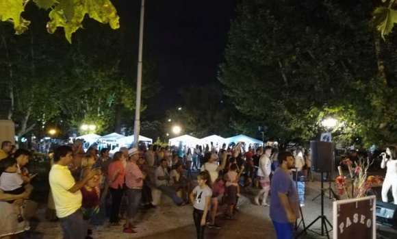 El fin de semana llega con shows en la plaza, artesanos y food trucks