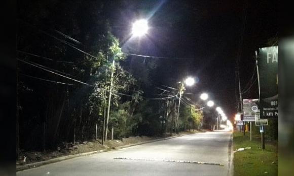 El Municipio continúa renovando luminarias en barrios del distrito