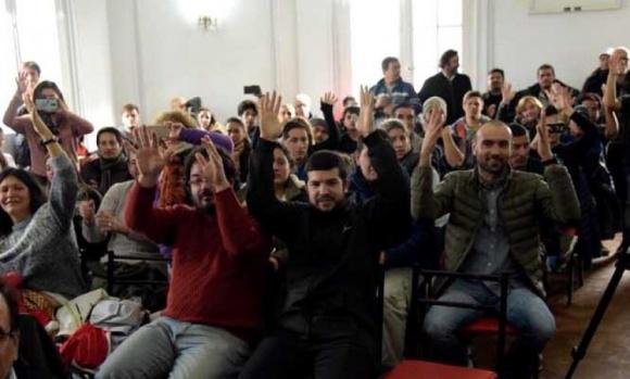 Denuncian que no se aplica una ordenanza para garantizar la accesibilidad de la comunidad sorda