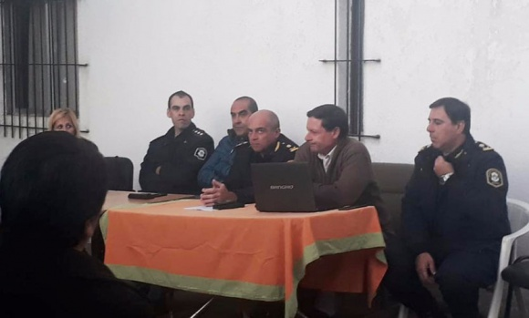 Autoridades de Seguridad y la Policía se reunieron con vecinos de Zelaya