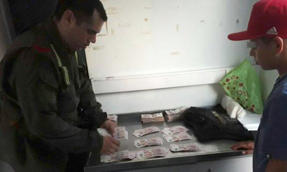No pudo demostrar el origen de 100 mil pesos y la Gendarmería lo detuvo