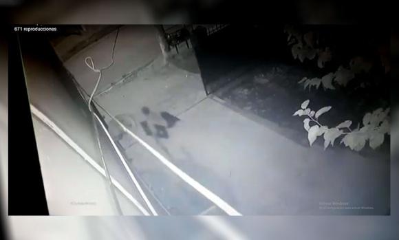 Ladrón ingresó a robar a una casa y quedó filmado