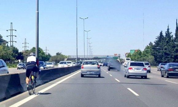 """Bicicletas en Panamericana: """"Es ilegal y peligroso que ciclistas circulen por la autopista"""", insiste el Municipio"""