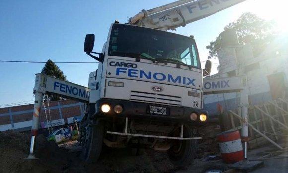 Obras en el Tren Belgrano Norte: Dos trabajadores heridos al volcar un camión con hormigón