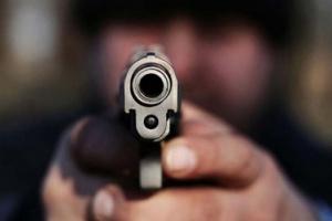 Balean a un empleado municipal en un violento robo en Manuel Alberti